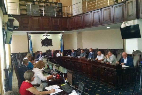 Серед кандидатів у антикорупційний суд 43 недоброчесних