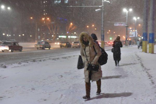 Хто й за скільки прибиратиме сніг в українських містах: топ закупівель на Prozorro