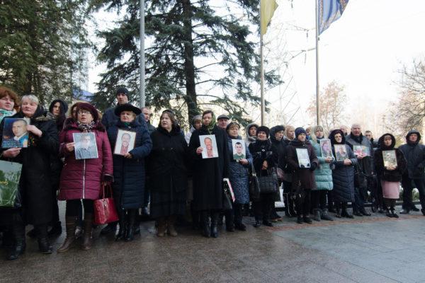 «Якби судова реформа відбувалася, ми б тут не стояли»: рідні Небесної Сотні вимагали звільнити «суддів Майдану»