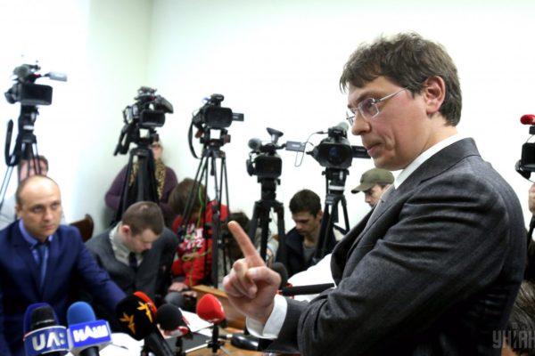 Крючкову повернули закордонний паспорт і він полетів до Німеччини