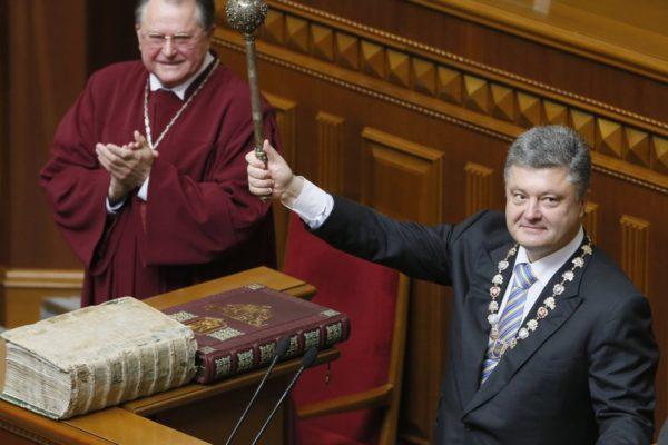 Адміністрація Порошенка платила за цькування журналістів — розслідування