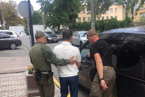 НАБУ затримало ексзаступника начальника Одеської поліції у справі контрабандних цигарок