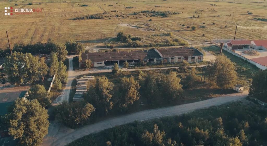 В этих гаражах в Березном прятали тракторы после кражи