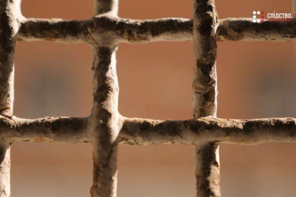 Деяких в'язнів у Києві та Одесі випускають гуляти на волю — розслідування