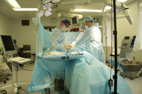 Обладнання за 30 мільйонів: Чому в інституті раку роками не запускають апарат для онкохворих