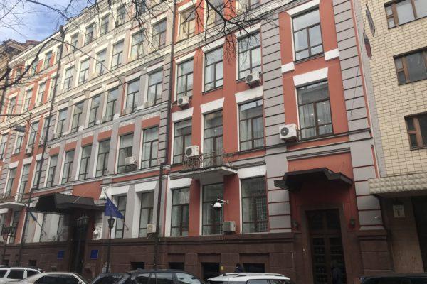 Працівник Мін'юсту може бути причетним до незаконного привласнення будинку в центрі Києва