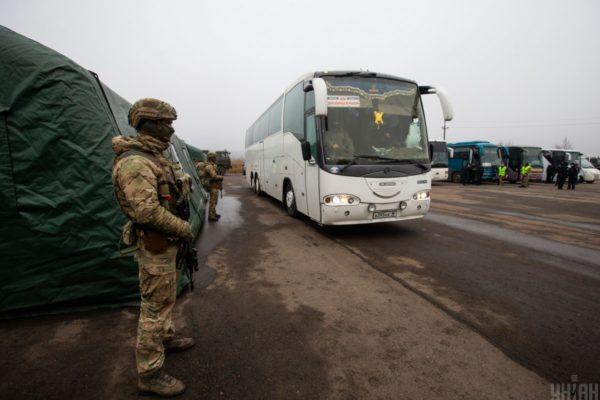 Під час великого обміну Україна віддала бойовикам державних зрадників, вербувальницю та агента ФСБ