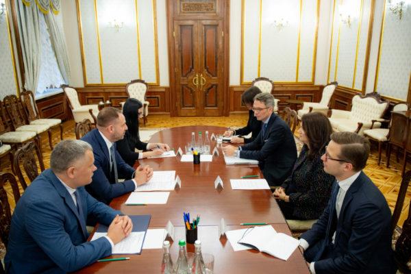 Голова МЗС Швеції звернулася до українських посадовців через мільйонні афери з біткоїнами