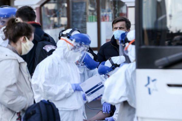 Частина лікарень найбільш інфікованих областей не купила захисних костюмів для медиків