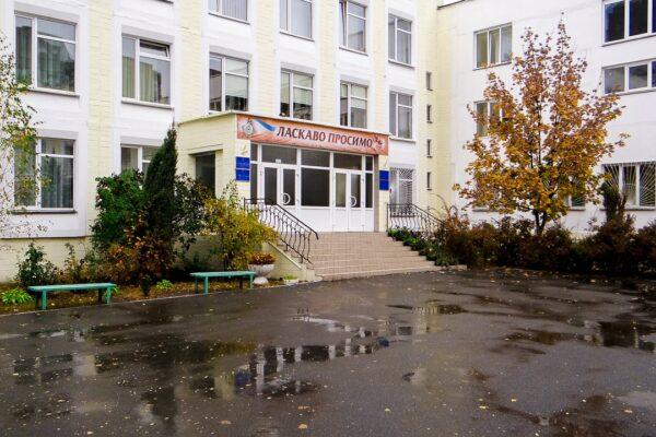 Ремонт школи у Києві довірили фірмі, власника якої судять за «відкати» чиновникам