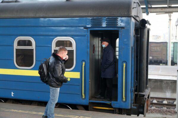 «Укрзалізниця» купила понад 76 тисяч респіраторів за вдвічі вищою ціною