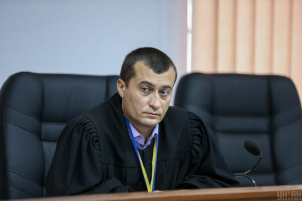Справи Майдану, люстрація, конфлікт інтересів: що відомо про суддю Бугіля, який обирає Стерненку запобіжний захід