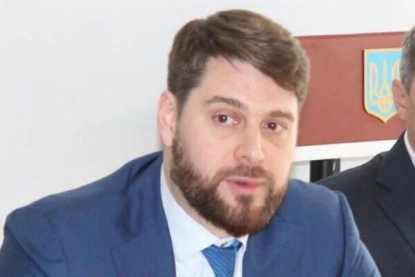 Ексочільник Одеської митниці, якого звільнили після обшуків СБУ, намагається поновитися на посаді