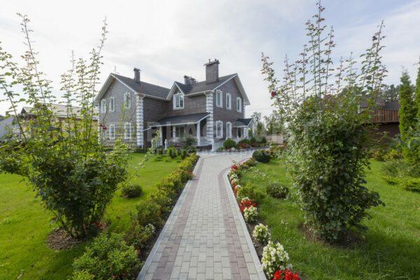 Архієпископ РПЦвУ продає будинок на 300 квадратних метрів за 850 тисяч доларів