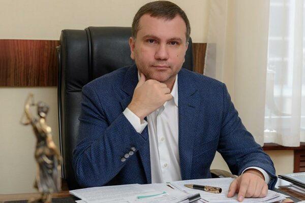 «Треба захистити плакат із голою бабою»: із суддею Вовком домовлялися про рішення в інтересах доньки соратниці Тимошенко