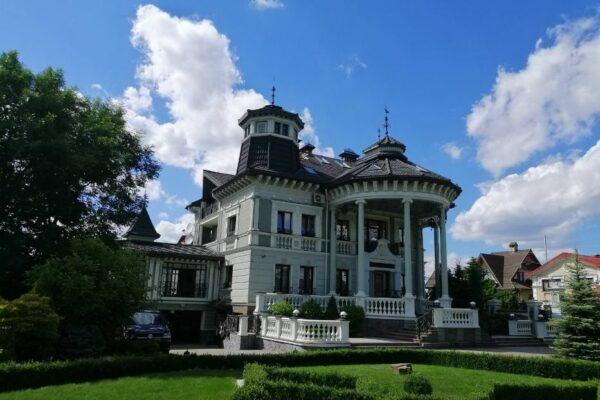 Родина генерала Ткачука за майже $2 млн продає будинок, згаданий у журналістському розслідуванні