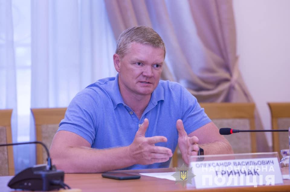 Top-https://www.slidstvo.info/news/golovnyj-kiberpolitsejskyj-pryhovav-budynok-u-kyyevi-za-7-5-miljona-gryven/