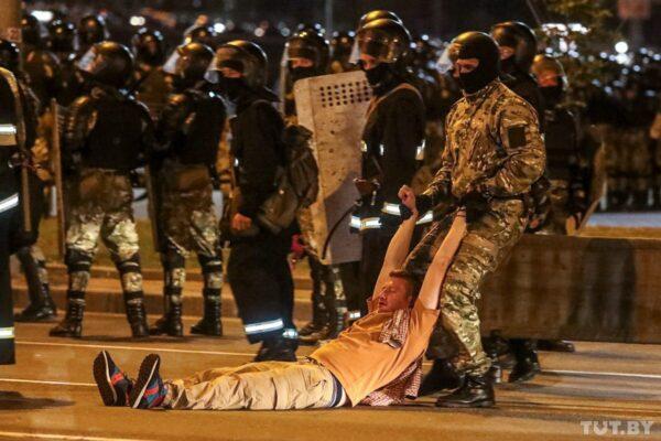 Мітинги в Білорусі: затримано 6 журналістів незалежного телеканалу «Белсат», доля чотирьох із них невідома