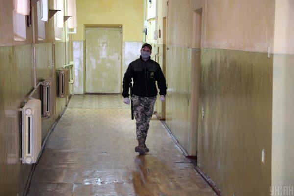 Тюремники на Херсонщині присвоїли 100 тисяч гривень заробітку арештантів, — прокуратура