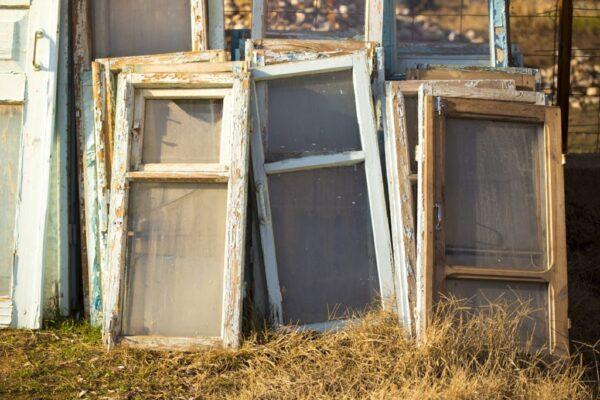 Через «засмічення» ґрунту старими вікнами завгоспу харківського інституту загрожує 5 років в'язниці