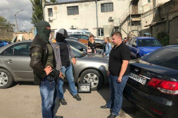 Посадовця Одеської колонії затримали за вимагання хабаря у в'язня